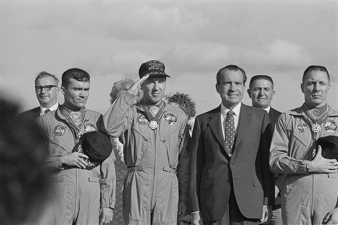 De izqda a dcha: Fred Haise, Jim Lovell, el presidente Richard Nixon y Jack Swigert /Getty