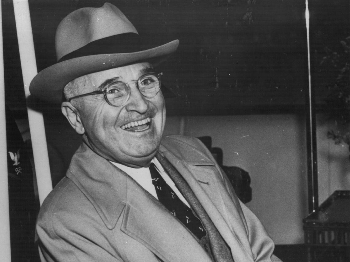 Harry Truman riendo