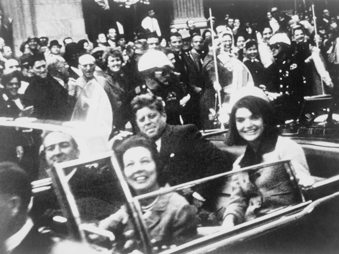 Kennedy y su esposa en Dallas